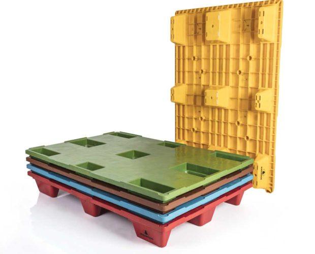 Palets de plástico personalizables a color y corporativos