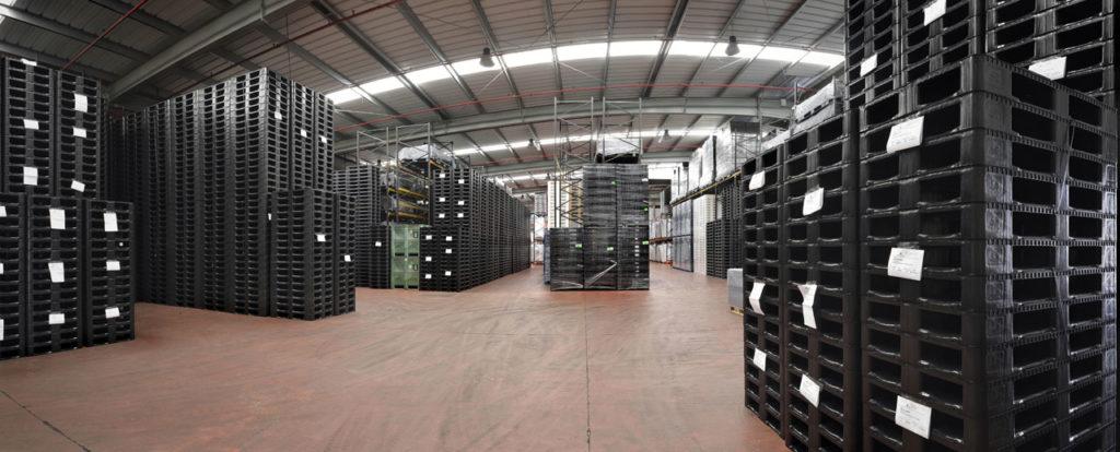 Empresa-Ribawood-almacén-palets-plástico